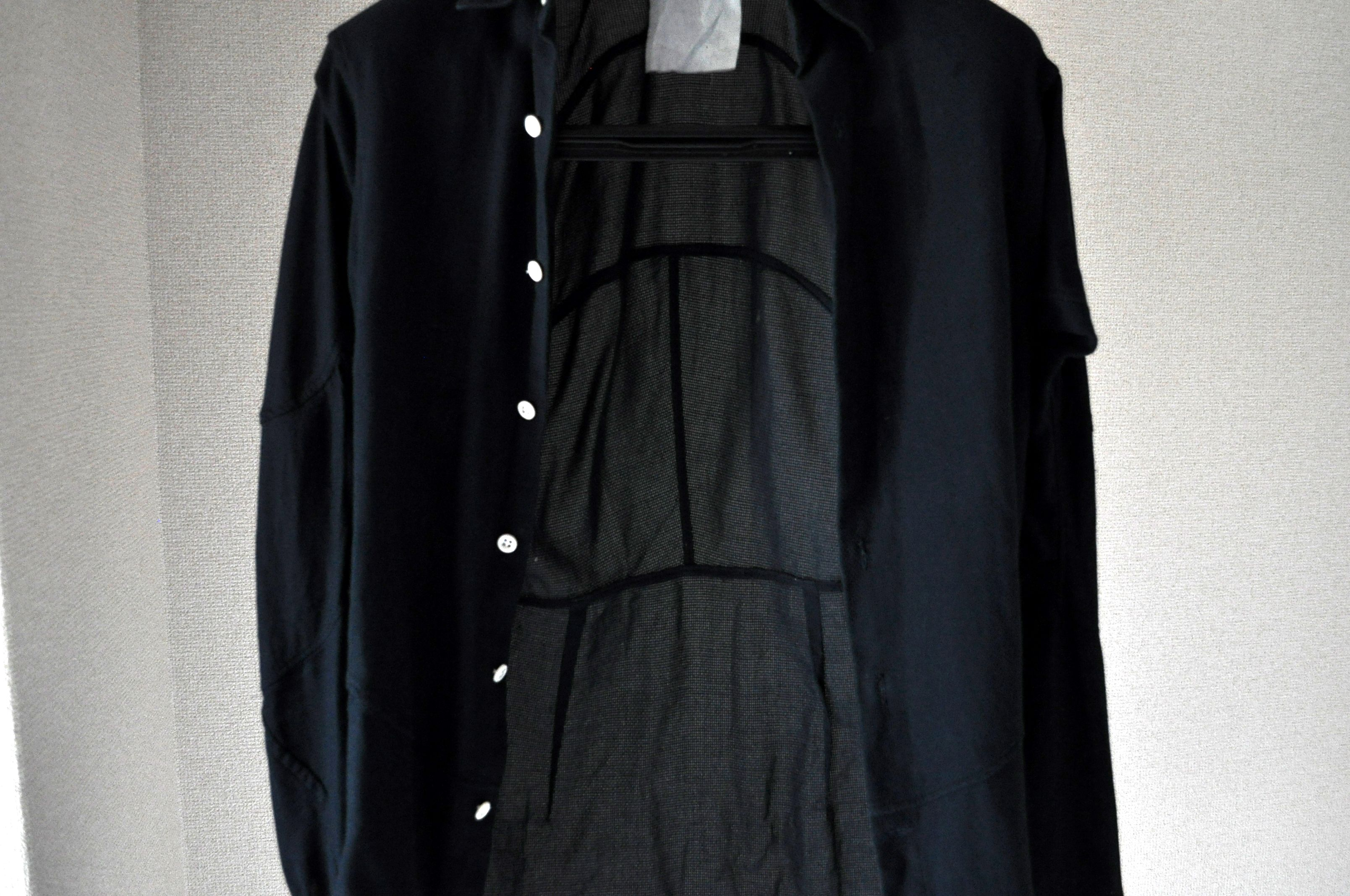 アンスナムのシャツの内側のパターン